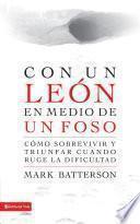 libro Con Un León En Medio De Un Foso